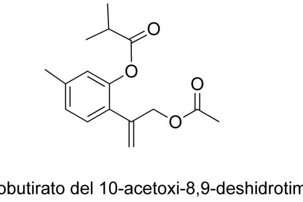 Isobutirato de 10-acetoxi-8